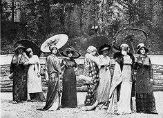 """thedramaofexile: """" Model's in the Paul Poiret garden Paris, 1919 """" Paul Poiret, Edwardian Era, Edwardian Fashion, Vintage Fashion, Vintage Beauty, Belle Epoque, Vintage Photographs, Vintage Photos, Art Nouveau"""