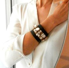 ♥ Top quality genuine brown leather cuff bracelet decorated with a gold plated braid and ivory opal and transparent crystals. ♥ Delivered in a