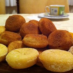 Bolinho de chuva assado e recheado I Love Food, Good Food, Yummy Food, Tasty, Trifle, Candy Recipes, Sweet Recipes, Cupcakes, Recipe For Mom