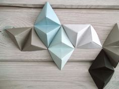 Today I want to show you a project, which I started last fall. My first attempt was nice, but the colors were not right. Origami Wall Art, Diy Origami, Suspension Design, Hobbies And Crafts, Decoration, Concept, Diy Crafts, Texture, Christmas Ornaments