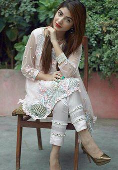 Trendy Trouser Designs 2019 In Pakistan Salwar Designs, Kurta Designs Women, Blouse Designs, Pakistani Dresses Casual, Pakistani Dress Design, Fashion Pants, Look Fashion, Fashion Dresses, Trajes Pakistani