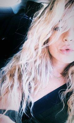 Mimi//Lola Índigo ||OT|| Indigo, Hair Cuts, T Shirts For Women, Celebrities, Hair Styles, Queens, Crushes, Bunny, War