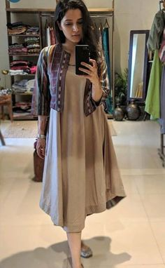 @Trendies Stylish Dresses For Girls, Stylish Dress Designs, Designs For Dresses, Simple Kurti Designs, Casual Dresses, Casual Wear, Pakistani Fashion Casual, Pakistani Dress Design, Frock Fashion