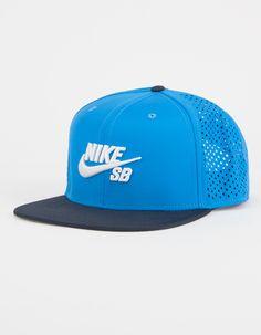 Embroidered Nike SB logo on front. Snapback Hats, Nike Sb, Hip Hop Fashion, Mens Fashion, Fashion Hats, Sb Logo, Mens Trucker Hat, Hip Hop Hat, Moda Masculina