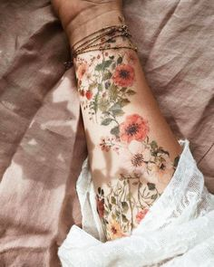 Cute Tattoos, Body Art Tattoos, New Tattoos, Sleeve Tattoos, Awesome Tattoos, Pretty Tattoos, Foot Tattoos, Skull Tattoos, Female Tattoo Sleeve