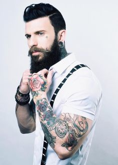 Hipster beards have become some of the most sought after beard styles in recent times. Here are 70 bold and sexy hipster beard styles to play. Hipster Beard, Hipster Man, Hipster Fashion, Hipster Style, Great Beards, Awesome Beards, Men's Grooming, Hairy Men, Bearded Men
