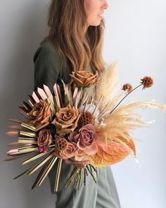 Wedding bouquet inspo, dreamy boho natural bouquet #2019weddingtrends #bohowedding #naturalfloraldesign #weddingflowers #weddingbouquet #bridalbouquet