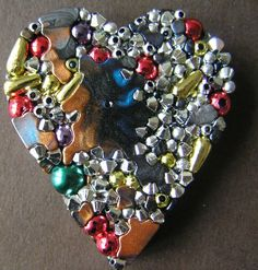 Utee melted heart sprinkled with beads Melting Beads, Melting Pot, Diy Jewellery, Jewelry Making, Melting Moments, Shrink Plastic, Plastic Jewelry, All Craft, Pony Beads