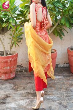 Best 12 Red Golden Brocade Padded Kurti with Red Cotton Silk Pants and Golden Organza Ruffle Dupatta – SkillOfKing. Silk Kurti Designs, Simple Kurta Designs, Kurta Designs Women, Kurti Designs Party Wear, Kurti Back Designs, Party Wear Indian Dresses, Designer Party Wear Dresses, Indian Fashion Dresses, Dress Indian Style