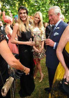 Las hermanas Delenvinge estrellas de una fiesta de máscaras con el príncipe Carlos