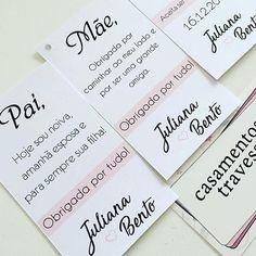 Tags de agradecimento para pais e padrinhos! #euquero escolha sua mensagem! de SP para todo o Brasil loja online casamentosetravessuras.com #casamentosetravessuras #padrinhosdecasamento #madrinhasdecasamento - Lembrancinhas de Casamento Convites Aniversário 15 anos Formatura etc. Marry Me, Wedding Tips, Wedding Invitations, Wedding Decorations, Cards Against Humanity, Bride, Tags, Wedding Invitation Wording, Wedding Messages