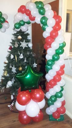 Well Decorated Door With Balloons For Christmas Frozen Party Decorations, Christmas Party Decorations, Balloon Centerpieces, Balloon Decorations, Balloon Ideas, Christmas Projects, Christmas Crafts, Christmas Christmas, Christmas Ideas