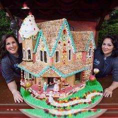 Gingerbread house with Sabrina and Lizzo #TheFoodArtistGroup #GingerbreadHouse #HanselandGretel