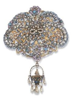 A LATE 17TH CENTURY PEARL AND ENAMEL BROOCH. The brooch designed as an openwork…