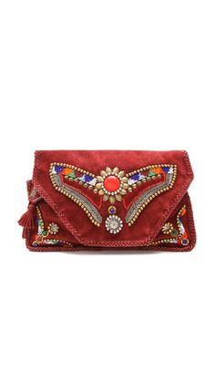 4dcebcb101d4 Clutch linda pra dar um charme em qualquer look basiquinho. Visto em  shopbop.com