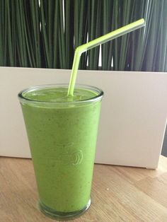 Groene #smoothies! Lekker en gezond: 3 recepten #health #green Easy Smoothies, Smoothie Drinks, Smoothie Diet, Weight Loss Smoothies, Smoothie Recipes, Shake Diet, Diet Shakes, Smoothie Challenge, Cooking Recipes