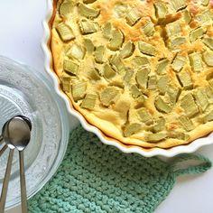 dessert,rhubarbe,recette Pie Pan, Whole Eggs, Vanilla Sugar, Mets, Apple Pie, Oven, Instagram Posts, Desserts, Four