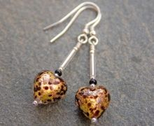 These Murano glass heart earrings have a gold background with a black and topaz pattern and go perfecting with our Pestaccio Heart Pendant. Glass Earrings, Heart Earrings, Glass Jewelry, Gold Background, Murano Glass, Belly Button Rings, Topaz, Handmade Jewelry, Artisan