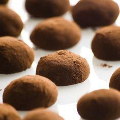 Receita de Brigadeiros de café, baunilha e cardamomo | :: as melhores receitas de sobremesas de leonor de sousa bastos | flagrante delícia ::
