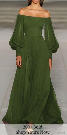 Beautiful Gowns, Beautiful Outfits, Beautiful Women, Look Fashion, Womens Fashion, Green Fashion, 80s Fashion, Winter Fashion, Fashion Tips