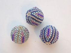 BeadsFriends: Beaded bead tutorial - How to cover a wooden bead with Peyote Stitch 1/2. Link download: http://www.getlinkyoutube.com/watch?v=LYk5yEGQ_sc