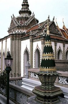 The Grand Palace is a complex of buildings at the heart of Bangkok, Thailand. The palace has been the official residence of the Kings of Siam (and later Thailand) since Laos, Bangkok Thailand, Thailand Travel, Samui Thailand, Koh Samui, Beautiful Architecture, Beautiful Buildings, Pattaya, The Places Youll Go