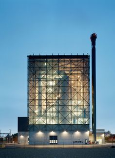 The new incineration plant is an extension to the existing Gärstadverken district heating plant, and is located right beside European Highway 4. This high-profile location places high demands on the architectural design of what is perhaps Linköping's m...