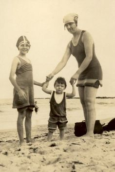 1925 america Vintage Bathing Suits, Vintage Swim, Old Photos, Vintage Photos, Retro Summer, Fathers Love, Beach Bunny, Beach Fashion, Bathing Beauties