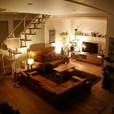 chieさんの、Overview,観葉植物,ソファー,ナチュラル,IKEA,テレビ台,フロアライト,間接照明,ローソファー,ニトリ,テレビ周り,ナチュラルインテリア,スケルトン階段,無垢材の床,グリーンのある暮らし,コイズミの照明,無垢材天井,ニトリのフロアランプについての部屋写真