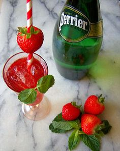 Try our refreshing Hibiscus Mo-Mint Mocktail. The only calories depend on how many strawberries or how much honey you use! You'll love this full flavored, satisfying healthy cocktail option! Tea Cocktails, Healthy Cocktails, Tea Companies, Loose Leaf Tea, Hibiscus, Strawberries, Watermelon, Herbalism, Honey