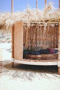 Beach Picnic, Beach Pool, Mykonos, Beach Bungalow Exterior, Strand Design, Casa Cook, Natural Structures, Waterfront Restaurant, Beach Design