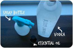 Matratze reinigen  Fülle Vodka in eine Sprühflasche und benetze die Matratze damit. Der Alkohol lässt die geruchsbildenden Bakterien absterben.