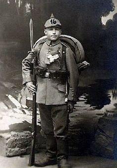History <b>History.</b> war and social upheaval: World War I -- military forces Imperial . German Boys, German Army, World War One, First World, Ww1 Photos, German Uniforms, Modern History, World History, Military History
