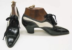 Leather shoes with silk laces from 1914-'19. The black and white colour scheme is older than I thought in shoes.