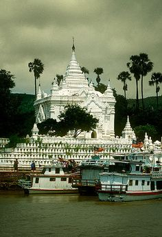 Pagoda Pondaw desde el río Ayeyarwady -   Pondaw Paya from the Ayeyarwady River (August 2003)    #Burma #Myanmar #Tour