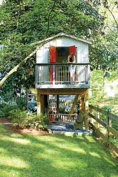 Backyard for the Ages Yard with a Veggie Bed, Chicken Coop, and Fire Pit? You Bet.: Backyard Tree HouseYard with a Veggie Bed, Chicken Coop, and Fire Pit? You Bet. Backyard Swing Sets, Backyard Swings, Backyard Trees, Small Backyard Landscaping, Backyard Patio, Backyard Treehouse, Backyard Privacy, Shed Hangout Ideas, Tree House Plans