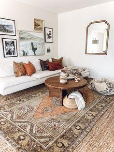 Fall colors in the living room. Get cozy! Boho Living Room, Home And Living, Living Room Decor, Living Room Rugs, Bohemian Living, Cozy Living, Sala Vintage, Vintage Modern, Vintage Rugs