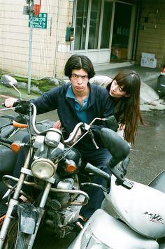 川島小鳥さん写真展「台灣照片」 | URBAN RESEARCH Dslr Photography, Couple Photography Poses, Portrait Photography, Vintage Couples, Cute Couples, Chill, Japanese Aesthetic, Cute Couple Pictures, Pre Wedding Photoshoot