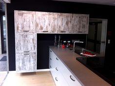 Used wood décor, giving an original and unique kitchen design. Credit: Niemann Mobelteile