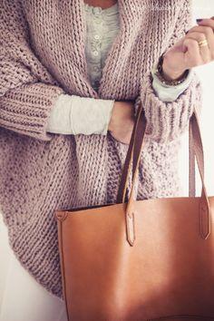 Essie liebt rauchige Töne und die edle Versuchung. Unser Rosenholzton in stitches passt perfekt in die kalte, neblige Jahreszeit.