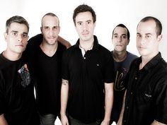 A banda apresenta show do novo trabalho 'Segue em Frente', com seis músicas inéditas e participações de artistas, como Ivo Mozart.