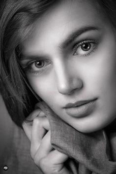 Top 10 Countries With The World's Most Beautiful Women (Pictures included) Black And White Portraits, Black And White Pictures, Most Beautiful Faces, Beautiful Eyes, Beauty Around The World, Model Face, Le Jolie, Poses, Photos Of Women