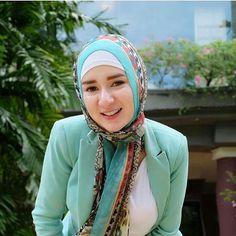 Arab Girls Hijab, Girl Hijab, Abaya Fashion, Muslim Fashion, Hijabs, Big Fashion, Fashion Outfits, Womens Fashion, Bali Girls