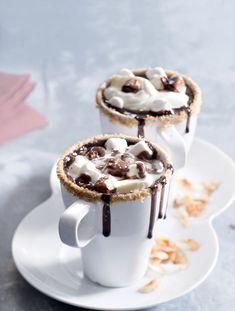 Jak správně poznamenala naše redaktorka Stáňa Moravcová ml.: Tenhle drink si dáte k snídani a pak už zvládnete jen celý den ležet na gauči a dívat se na pohádky. Nádhera! Marshmallows, Cheesecake, Muffin, Menu, Pie, Breakfast, Food, Smoothie, Drink