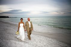 Wedding couple on Longboat Key. Photo courtesy of PixelArt Photography