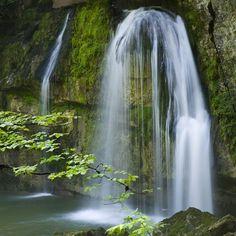C'était paraît-il une balade très appréciée par Lamartine : la Cascade des Combes   Jura, France   Crédit photo : Stéphane Godin   #JuraTourisme