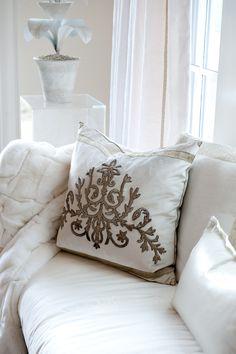 The Most Incredible Throw Pillows Youve Ever Seen 2019 Rebecca Vizard Antique Textile Throw Pillow Design Photos Living Room Decor Pillows, Diy Pillows, Couch Pillows, Blue Pillows, Pillow Fabric, Pillow Room, Home Design, Homemade Pillow Cases, Cheap Decorative Pillows