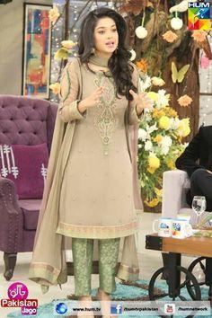Sanam Jung Eid Outfits, Pakistani Outfits, Indian Outfits, Pakistani Dramas, Pakistani Actress, Simple Dresses, Nice Dresses, Casual Dresses, Fashion Dresses