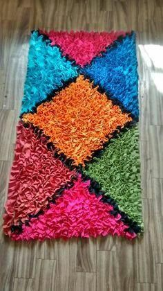 Carpet Runners Rubber Backed Crochet Mat, Crochet Carpet, Yarn Crafts, Fabric Crafts, Braided Rag Rugs, Pom Pom Rug, Latch Hook Rugs, Cloth Flowers, Diy Carpet