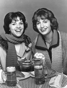 Laverne & Shirley Penny Marshall, Cindy Williams, Michael McKean, David L. Old Tv Shows, Movies And Tv Shows, Penny Marshall, Cindy Williams, Laverne & Shirley, Nickelodeon Shows, Comedy Tv, Vintage Tv, Me Tv